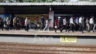 Batal Beroperasi September, Warga Serbu Stasiun Bekasi Timur - JPNN.COM