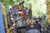 Bau Sampah dari TPA, Warga Ancam Demo di Kantor Bupati - JPNN.COM