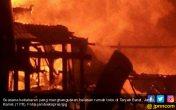 Konslet Arus Pendek, Belasan Rumah Toko Ludes Terbakar di Tanjab Barat - JPNN.COM