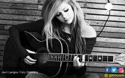 Avril Lavigne Tak Canggung Sepanggung dengan Mantan - JPNN.COM