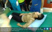 Nekat Terjang Banjir, Gadis Ini Hanyut Bersama Motornya - JPNN.COM