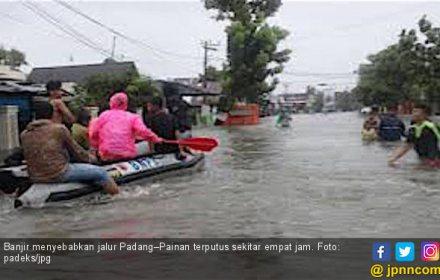 Banjir, Jalur Padang-Painan Terputus Empat Jam - JPNN.COM