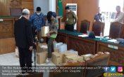 Pengacara Setya Novanto Termangu Lihat 20 Kardus Bukti KPK - JPNN.COM