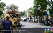 Mobil Camat Tabrak Truk Barang Bekas - JPNN.COM