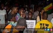 Merdekaaa! Mugabe Lengser, Rakyat Menari di Jalan - JPNN.COM