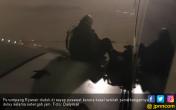 Ngambek Kena Delay, Penumpang Duduki Sayap Pesawat - JPNN.COM