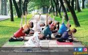 Serunya Yoga di Outdoor - JPNN.COM