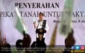 Jokowi Datang, Warga Rote Senang, Sertifikat Tanah di Tangan - JPNN.COM