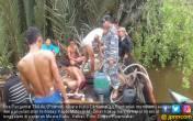 Lantamal XII Pontianak Evakuasi KM. Sinar Kakap - JPNN.COM