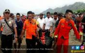 Heboh, Buaya 'Antar' Jasad Pria ke Tepi Pantai - JPNN.COM