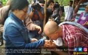 Detik-detik Mengharukan Parinah Tiba di Rumah - JPNN.COM