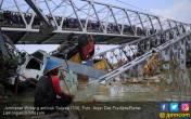 Detik-detik Mengerikan Jembatan Widang Ambruk - JPNN.COM