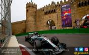 Hamilton Akui Kecepatan Mobilnya Berantakan di F1 Azerbaijan - JPNN.COM