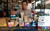 Belum Registrasi Diblokir, Warga Serbu Kios Kartu Prabayar - JPNN.COM