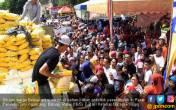 Pendistrubusian Sembako Murah di Batam Berakhir Ricuh - JPNN.COM