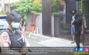 Densus 88 Masuk Lewat Jendela, Sita Senapan Angin - JPNN.COM