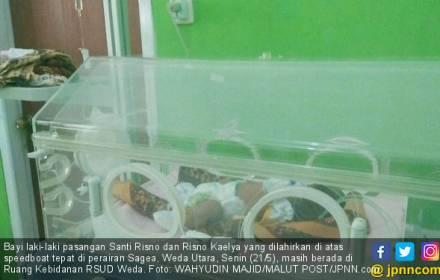 Kisah Santi Risno Melahirkan Bayinya di Tengah Laut - JPNN.COM