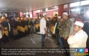 Ribuan Massa Sambut UAS, Diiringi Gema Takbir - JPNN.COM