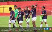 Hasyim Kipuw Dipastikan Absen Lawan Sriwijaya FC - JPNN.COM
