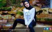Foto Pakai Wig, Nikita Mirzani Kangen Lepas Hijab? - JPNN.COM