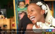 Bosan Ditanya, Perempuan Ini Nekat Menikahi Diri Sendiri - JPNN.COM