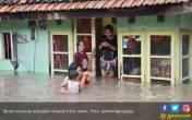 Banjir Kepung Kota Jambi, Rumah Terendam Sedada Orang Dewasa - JPNN.COM