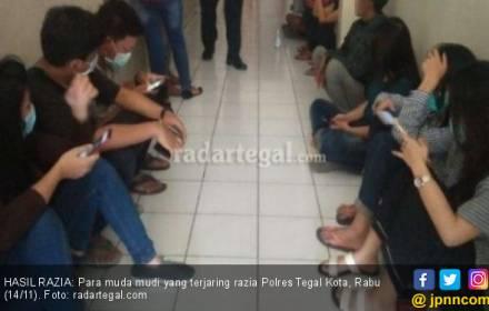 Razia Indekos di Pagi Hari Jaring 12 Pasang Muda Mudi - JPNN.COM