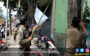 Bikin Pusing, Ratusan Atribut Kampanye Langgar Aturan - JPNN.COM