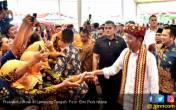 Jokowi Bagikan Ribuan Sertifikat di Lampung Tengah - JPNN.COM