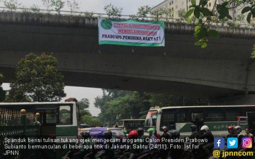 Spanduk Tukang Ojek Kecam Arogansi Prabowo Muncul di Jakarta