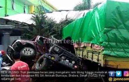 Truk Maut Tabrak 14 Mobil dan Rumah Sakit, Ini Videonya - JPNN.COM