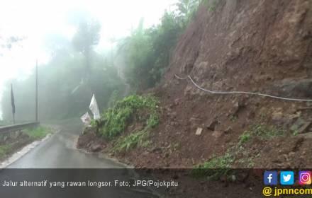 Longsor di Dusun Kepayang, Akses Jalan Kelawi-Totoharjo Terputus - JPNN.COM