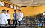 Jokowi Pastikan SMPN 1 Muara Gembong Segera Direnovasi - JPNN.COM