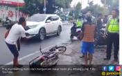 Viral : Tak Mau Ditilang Polisi, Pengendara Sontoloyo ini Ancam Bakar Motor Sendiri - JPNN.COM