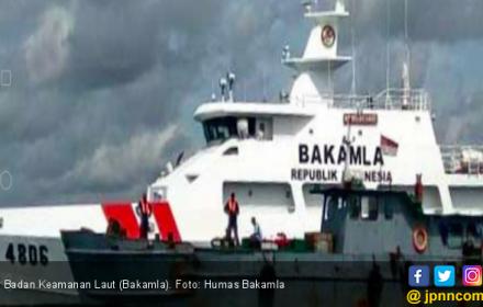 Bakamla Amankan Dua Kapal Usai Transfer 18 Ton BBM Ilegal di Perairan Batuampar - JPNN.COM