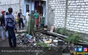 Balita Hanyut di Selokan, Ditemukan di Antara Sampah - JPNN.COM