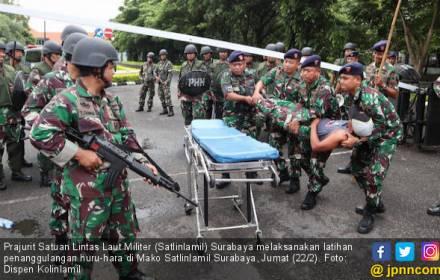 Waspada! Pasukan Antihuru-hara Berhasil Menekan Mundur Demonstran - JPNN.COM