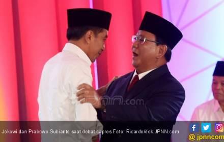 Foto Jokowi - Ma'ruf di Baliho Sosialisasi tak Berpeci, Bara JP Protes - JPNN.COM