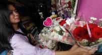 Terima Kasih untuk Para Pria Romantis di Hari Valentine, Bikin Laris Bunga Mawar - JPNN.COM